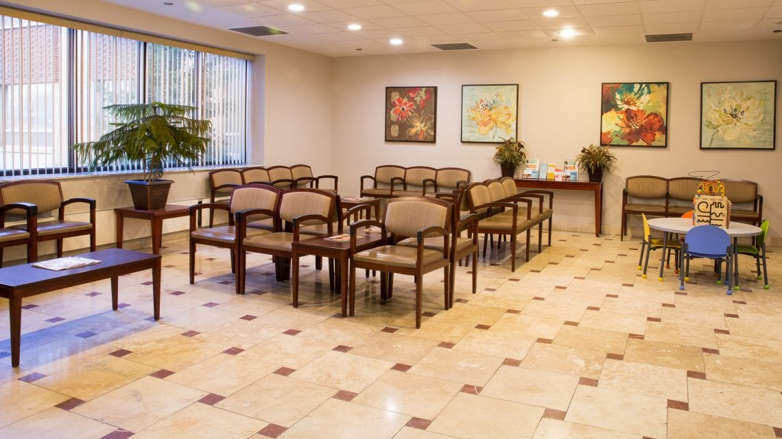 Welcome area with chairs and play area for families and children | RiverEdgeHospital.com